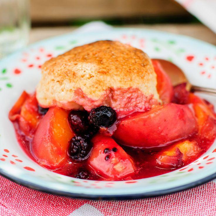Ben jij een fan van fruit-baksels zoals een crumble of clafoutis? Dan moet je zeker eens deze fruit cobbler proberen... http://emptythefridge.be/recept/fruit-cobbler/