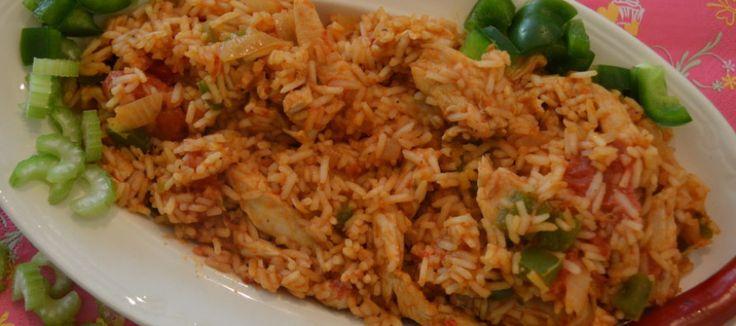 Kip Jambalaya – een kruidig rijstgerecht. Extra toegevoegd: 75 g chorizo, halve groene en halve rode paprika i.p.v. gepelde tomaten een blik tomatenstukjes op sap. Heerlijk!