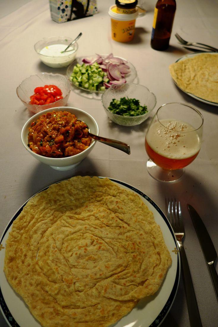 Skikkelig indisk slafsemat som vi sier her på vestlandet. Utrolige smaker i deilig indisk lefse. Denne må du bare prøve.