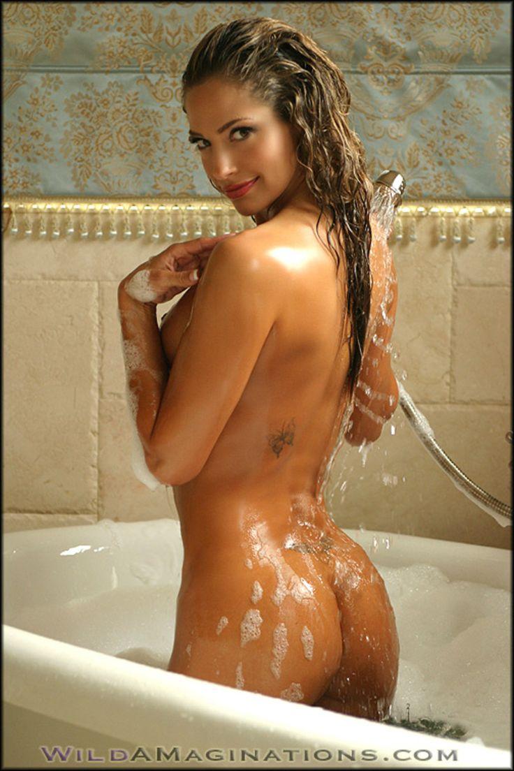 fucks-nude-women-in-bubble-bath-bleeth-nude-pics