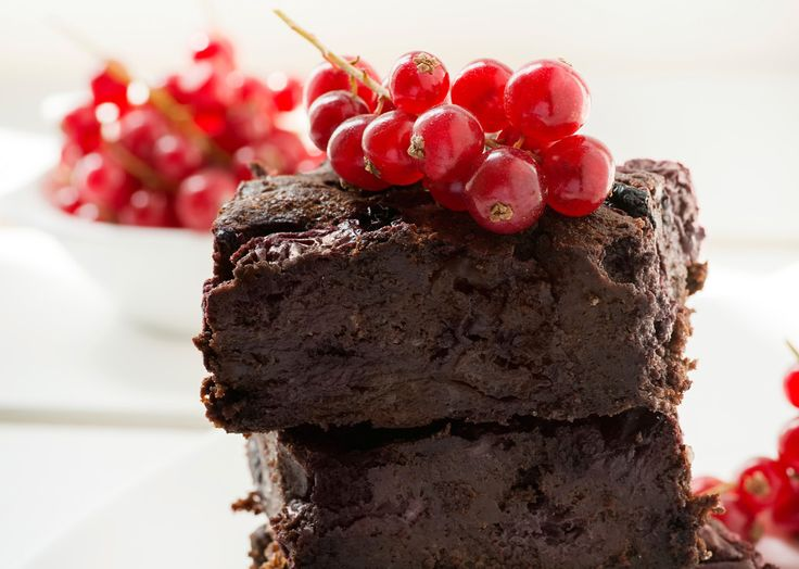Chocolate brownie with cherries