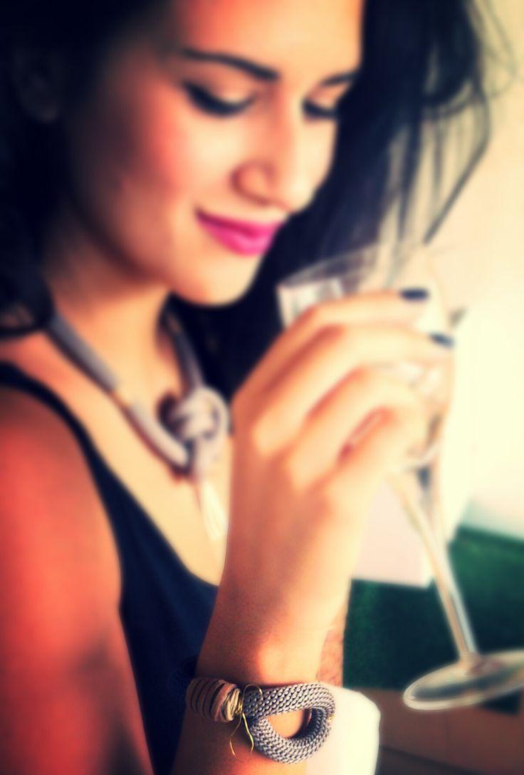 Χειροποιήτα κοσμήματα από ορειβατικό κορδόνι https://www.facebook.com/Bizeli.jewelry