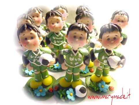 http://www.marymade.it/wp-content/uploads/2016/12/cake-topper-marymade.italessandramaboysreduced.jpg Deliziosi angioletti - idee originali per le bomboniere - http://www.marymade.it/bomboniere/angeli-per-bomboniere/, Buon giorno e buon 2017!! Eccomi con un altro post dedicato alle bomboniere per le comunioni. Leultime che avevo pubblicato erano per il compleanno di un bimbo calciatore:  Oggi sono gli angeli, i tanto richiesti angioletti a fare da protagonisti del post.