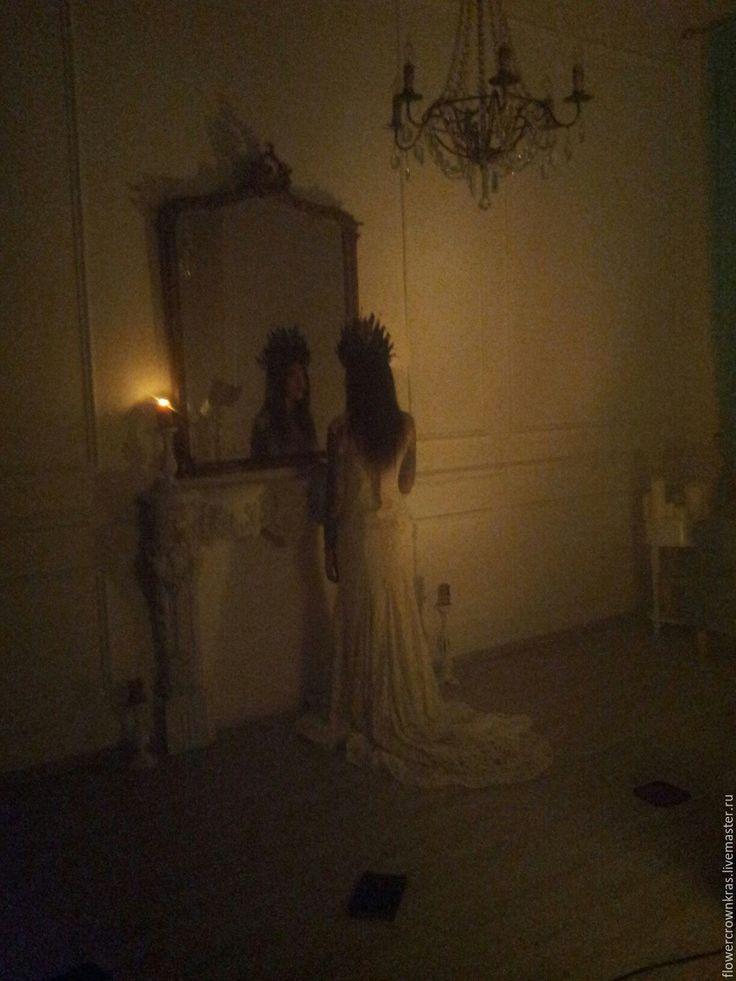 """Купить Готическая корона """"Черная роза"""" в жанре DarkBeauty - черный, корона, черная корона, дарк черный, корона, черная корона, дарк, готика, готическая корона, готика красноярск, черные розы, черная роза, черные перья, корона для ведьмы, ведьма, ведьма у зеркала, ведьминская фотосессия, ведьма фото, темный мэйк, корона москва, реквизит для фотосессии"""