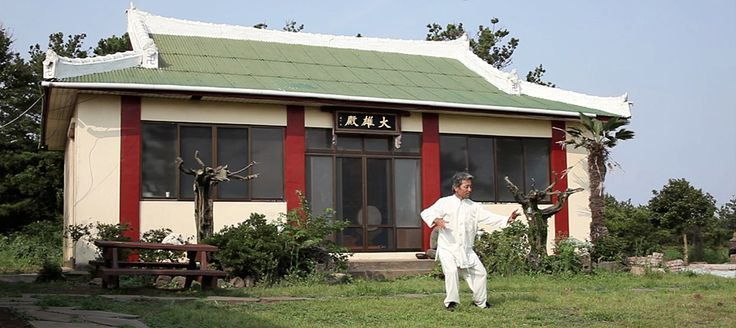 Video: Butoh Dancer Performs at Udo Island Temple