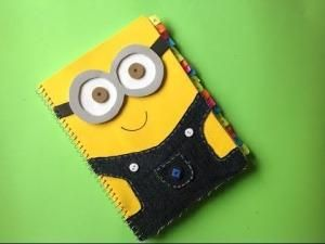 folder decorado con minion
