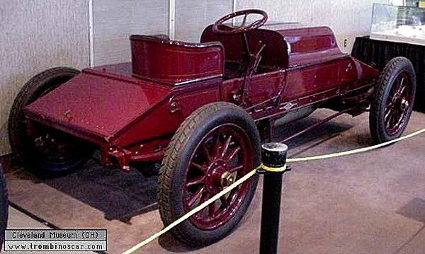 Winton Bullet 1 Racer, voiture de course de 1902  La Winton Bullet 1 Racer, cette voiture de course et de collection fut construite en 1902, exemplaire unique, carrosserie monoplace de compétition - moteur 4cyl de 792ci - 57cv.