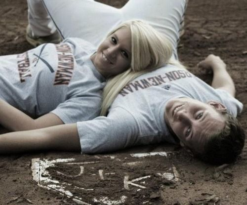Softball baseball couple Awww <3