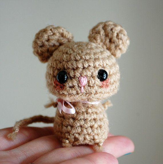 Baby Brown Mouse  Mini Amigurumi por twistyfishies en Etsy