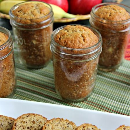 This #pumpkinbread in a jar is the perfect #bakedgood #gift for all of your neighbors or coworkers!