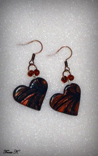 Heart dangle Earrings. These lightweight earrings are made from black polymer clay, and then carefully polished with wax-based silver medium over a stencil. The combination of colors will add charm to any outfit. Supplemented with Czech seed beads. About 3,5 cm long with ear piece. 12.00 Ron