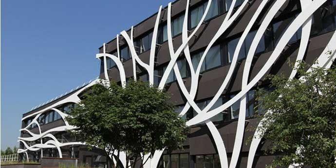 http://www.dupontdenemours.fr/content/fr_fr/home/products-and-services/construction-materials/surface-design-materials/brands/corian-solid-surfaces/case-studies/ec-building-rehabilitation-val-de-reuil/_jcr_content/bodycopy/heroimage.img.jpg/1405060268290.jpg