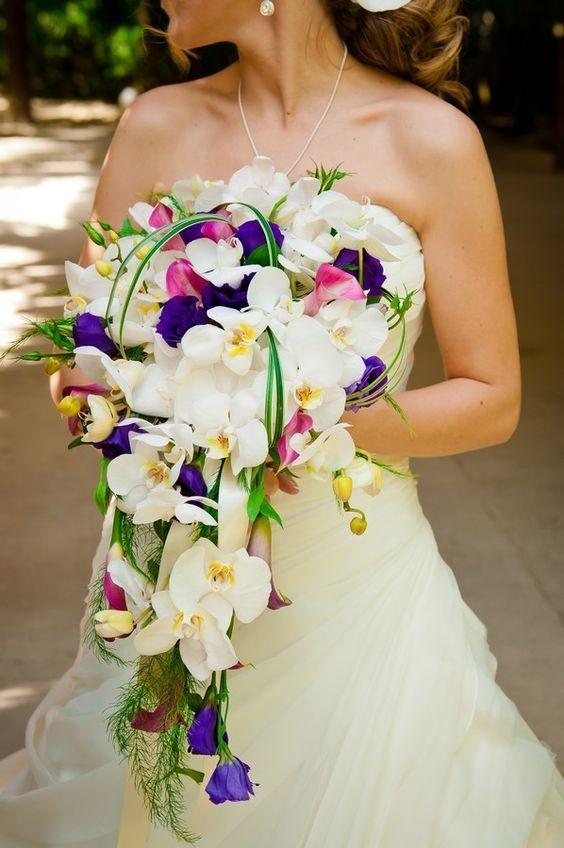 Ramo de novia con caída de lirios blancas / Bride bouquet with fallen with white lilys #Wedding #Boda #Yucatán #Hacienda