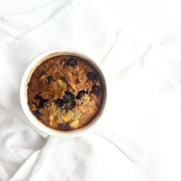 Havermout uit de oven met appel en blauwe bessen