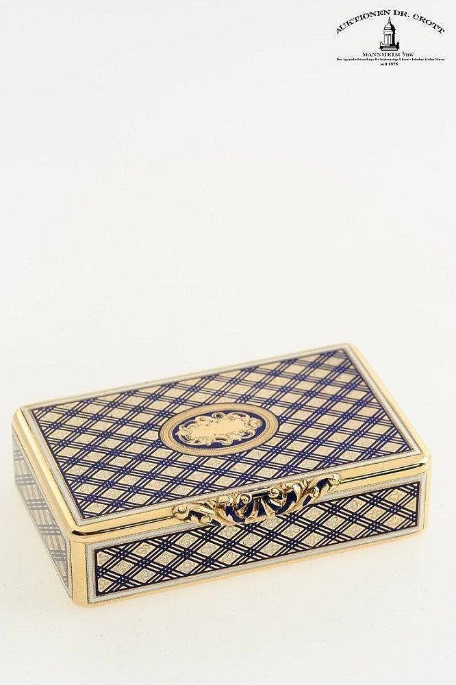 111 best box images on pinterest trinket boxes antique boxes and antique jewellery. Black Bedroom Furniture Sets. Home Design Ideas