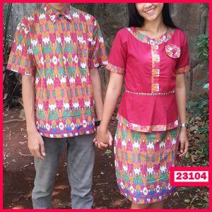 """Dress Couple Batik Linggarna Kode : 23104  Harga : 130.000  Size :  – Pria : Ld= 53 cm P=70 cm  – Wanita : Ld= 46 cm P= 96 cm  Pada Dress Wanita dibagian pinggan belakang  Terdapat kerutan Karet yang elastis  Bahan : Kain Katun ====================  yukk order dengan sms ke 08999-89-59-39 atau add bbm kami di 26C8CC65 """"DICARI RESELLER DAN DISTRIBUTOR DI INDONESIA"""""""