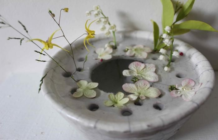 Flower Arranging a la Parisienne : Remodelista  would love to make something like this