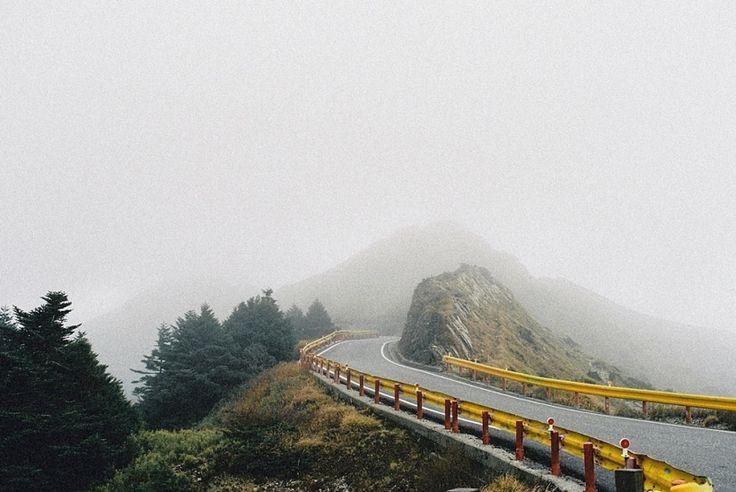 Фотограф Йи Сан Цай (Yi Sung Tsai) решил показать, что он понимает под выражением «страсть к путешествиям». Для этого он взял в объектив и отправился в холмисто-гористую местность.