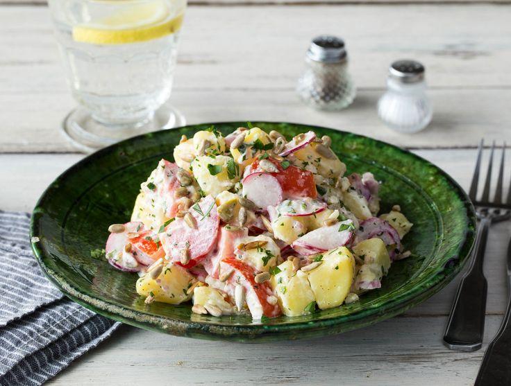 Aardappelen met olijvencrème, tomaten en radijs