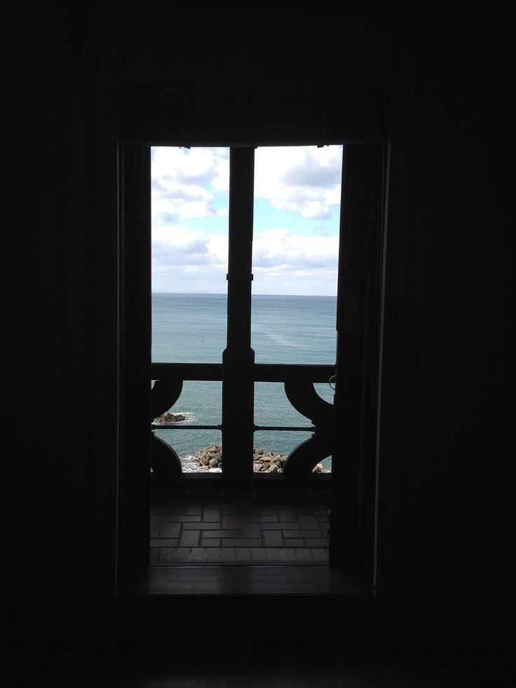 窓から越前の海が見える2。