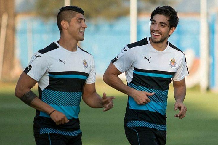 ALAN PULIDO ACONSEJA A RODOLFO PIZARRO Al igual que Pizarro, Pulido llegó al Rebaño con una gran expectativa, y exigencias elevadas por parte de la afición.