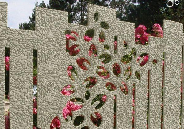 Clôture en béton aux éléments floraux sympatiques
