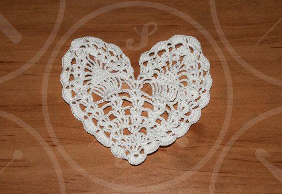 Małe, zgrabne serduszko. Piękna ozdoba.  Small heart as a great decoration.