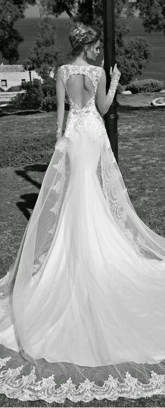 Robe sirène, dos dentelle. Source photo