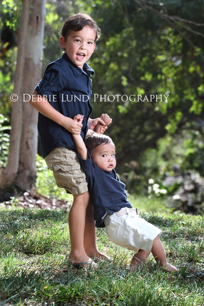 Siblings photography - SO reminds me of my own boys when they were little!