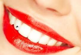 Tren terbaru dari permata gigi, batu dan perhiasan gigi diikuti oleh orang-orang hari ini. Untuk implantasi yang lebih baik dan tidak sakit permata gigi, seorang praktisi ahli diperlukan.  Pasal tubuh