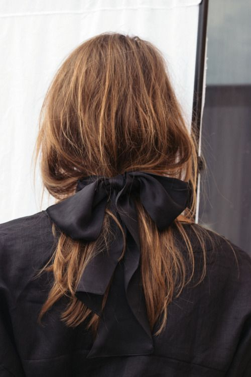 low messy pony with bow