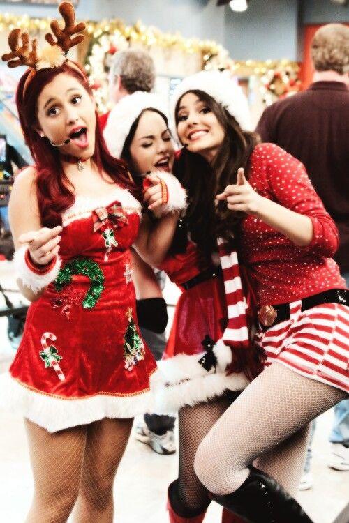 Ariana Grande, Elizabeth Gillies and Victoria Justice ...