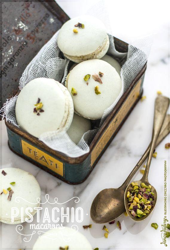 Fancy Factory Baking Lab: Macarons al pistacchio • Pistachio Macarons