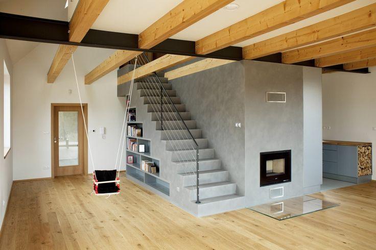 Nemovitost ve Vraném nad Vltavou je nepodsklepená, se sedlovou střechou. Dům vytápí tepelné čerpadlo, vodu ohřívají solární panely.