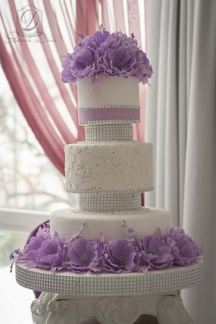 Gobble Up one of These Wedding Cakes - Cofetaria Dana