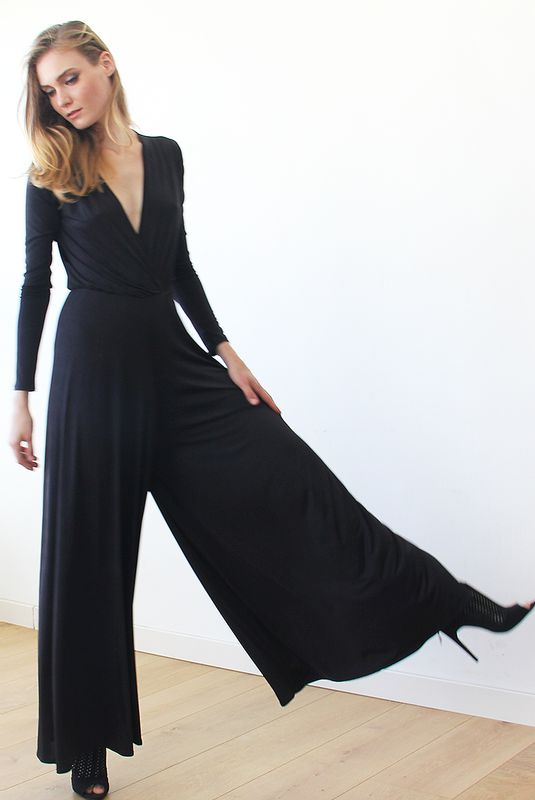 Long sleeves black jumpsuit with wide pants