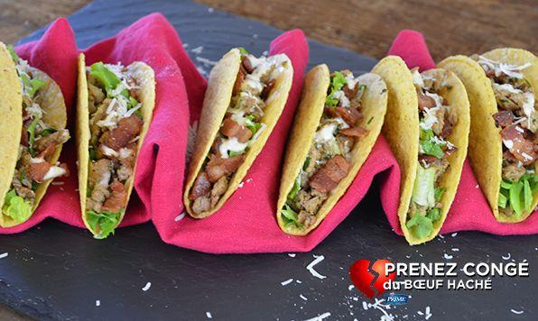 Une combinaison invraisemblable? Oui. Délicieuse? Oui! Les coquilles de tacos ajoutent une texture croustillante, comme les croûtons et du poulet haché assaisonné d'ail, quoi de mieux?