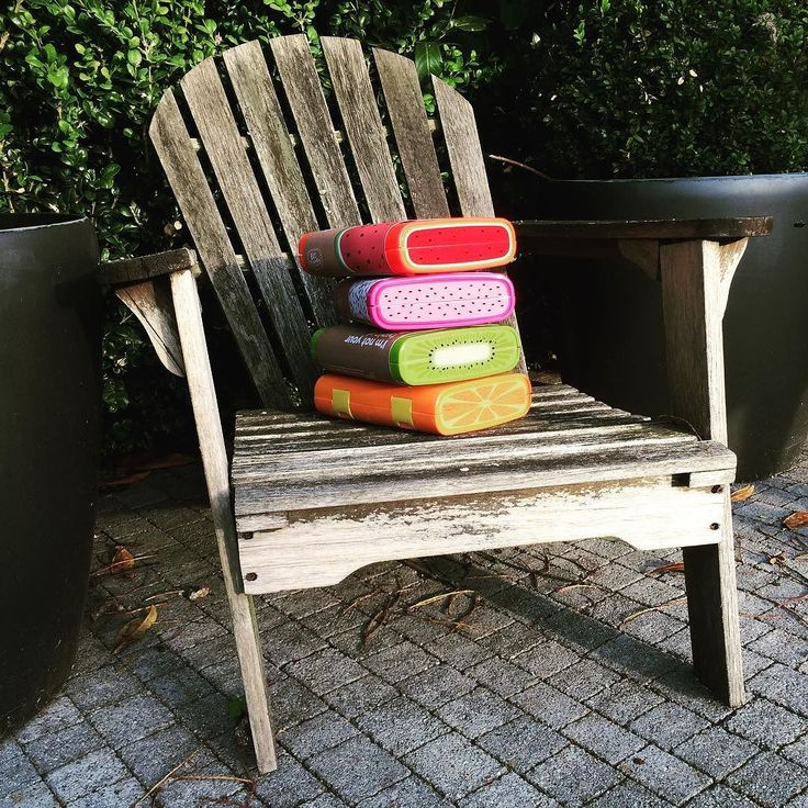 #kivanta #rainebeau #rainebeauco #wrapperfree #bento #bentobox #lunchbox #funky #leakproof #colorful #funfood #funbentobox #leakproofbento #leakproofbentolunchbox #healthyatschool #healthyattheoffice #bigbox  This chair was on one of my first Instagram photos! On April 9 2015. back then you could still sit on it . This is the last place the sun touches in our garden - perfect spot light for the newest addition to our portfolio!  The very amazing colorful and big lunch boxes made by…