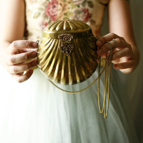 I am so in love with this. This is the purse Ariel would have if she needed one.:
