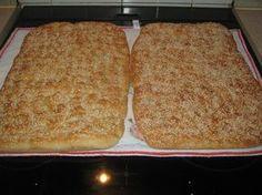ΥΛΙΚΑ 1κ αλεύρι για όλες τις χρήσεις 1 φακ. ξηρή μαγιά 550ml χλιαρό νερό 1 κ.γ. αλάτι 2 κ.γ. ζάχαρη 3 κ.σ. ταχίνι 1κ.γ. μέλι δια...