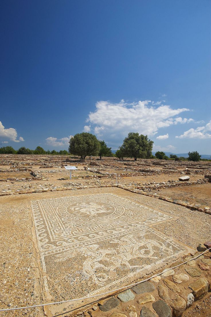"Ancient Olynthos, Halkidiki, Greece one of the city's which have completely geometrical structure ,and have bioclimatic forms ...""Iπποδάμειο σύστημα """
