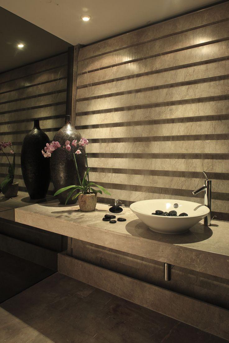 Colocación de lamas de piedra con inclinación - Torres House / GLR Arquitectos