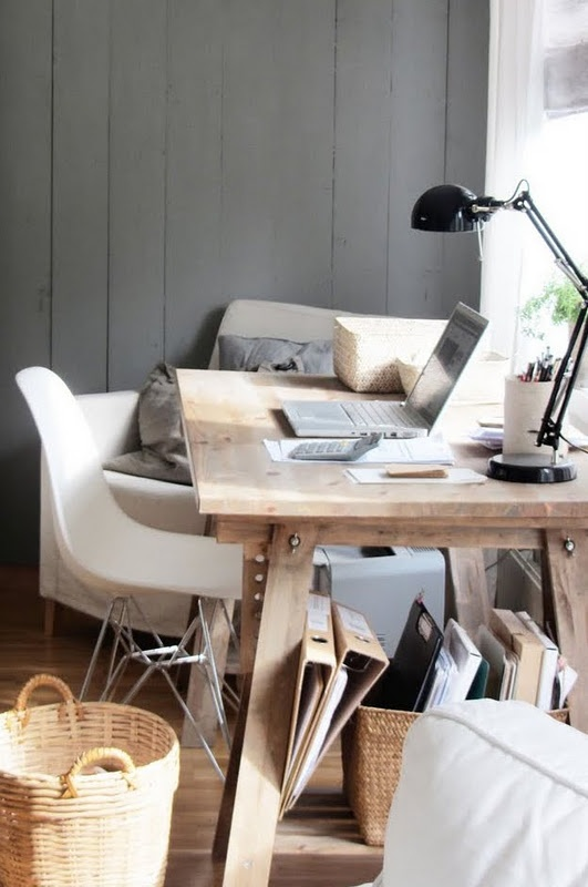 Love the grey on the wall in this office. The simple desk with exposed bolts is a nice tough.  All the textures are really making me feel cozy