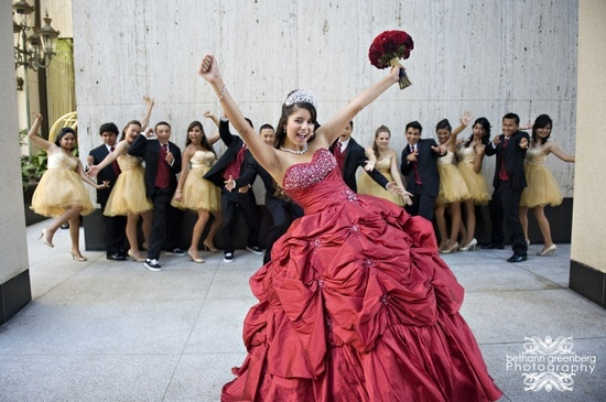 QUINCECERNA POSES | Quinceanera Photo Poses / Quinceañera with honor court in the ...