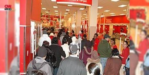 Başakşehirspor Kara Cumayı tamamen yanlış anlamış : İstanbul Başakşehir Futbol Kulübü ABDde ortaya çıkan ve birçok mağazanın indirime gittiği  Black Friday  (Kara Cuma) gününe tepki olarak  Cuma günü kara değil hayırlıdır  sloganıyla Başakşehir Storeda indirime gitti. Ancak bu güne Kara Cuma denmesinin nedeni tamamen farklı.  http://www.haberdex.com/sanat/Basaksehirspor-Kara-Cuma-yi-tamamen-yanlis-anlamis/97494?kaynak=feed #Sanat   #Cuma #indirime #Başakşehir #tamamen #Kara