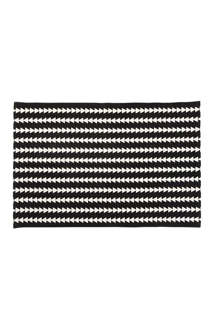 This Triangle Print Cotton Rug Is The Ultimate Kids Room