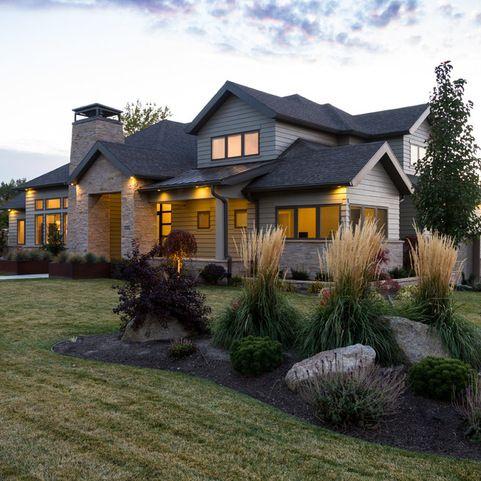 Berm landscape design ideas pictures remodel and decor for Front yard renovation ideas