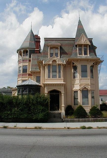 1865 best images about victorian homes on pinterest for Victorian style apartment