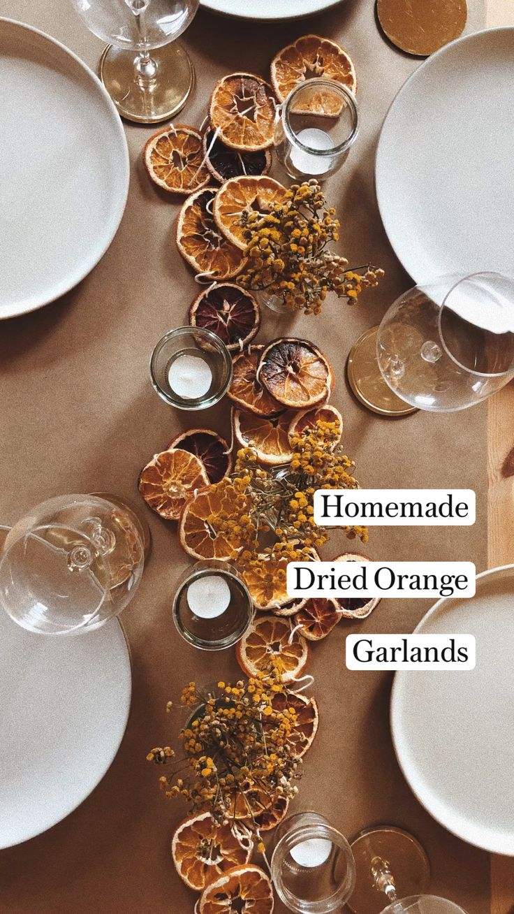 Fall Table Settings, Christmas Table Settings, Diy Wedding Decorations, Christmas Decorations, Fall Mantel Decorations, Kitchen Twine, Budget Holidays, Cocktail Garnish, Dried Oranges