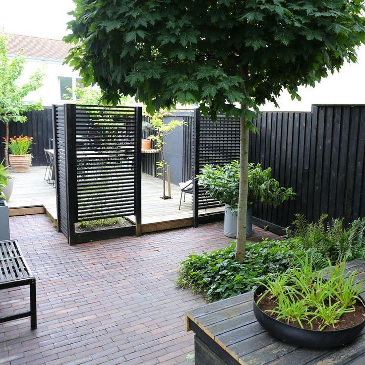 """962 gilla-markeringar, 25 kommentarer - Karina Emilie Revsbæk Lauesen (@the.gardenroom) på Instagram: """"Sidst viste jeg hvordan min have ser ud fra vinduerne indefra og i dag skal I så se hvilke haverum…"""""""